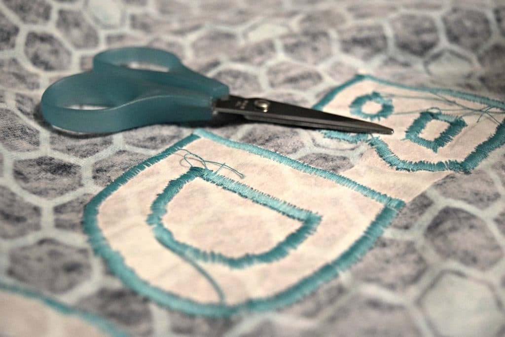 Here's a tutorial on how to make applique baby blankets! Personalize this homemade baby gift for the new bundle of joy