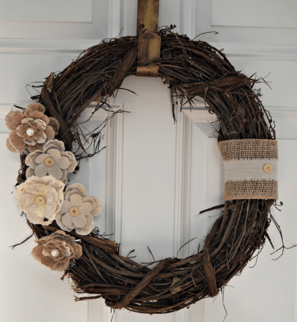 1-Hour Fall Craft Ideas: Make this quick and easy rustic front door wreath to match your neutral fall home decor