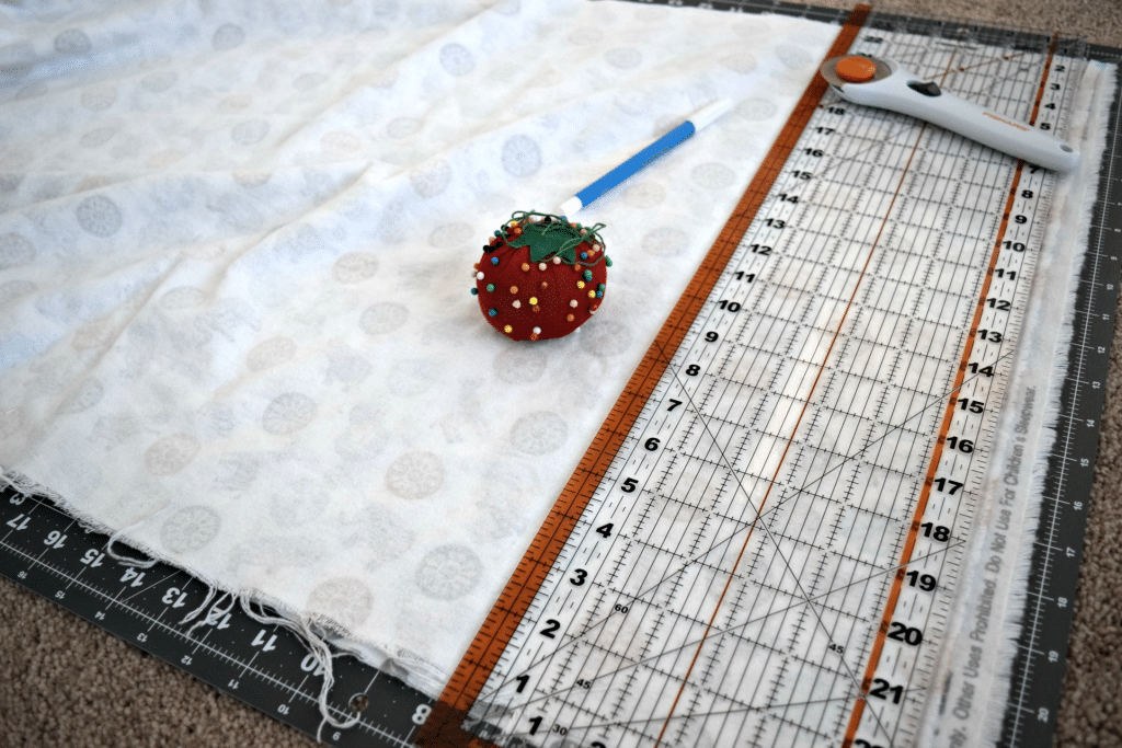 Making your own baby blanket is a simple craft that only takes about 30 minutes