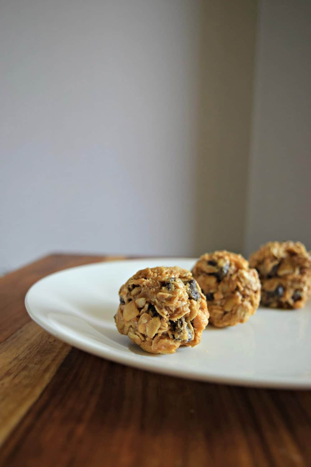 No Bake and super easy to make yourself. Delicious peanut butter, chocolate chips, and honey! Click to see recipe.