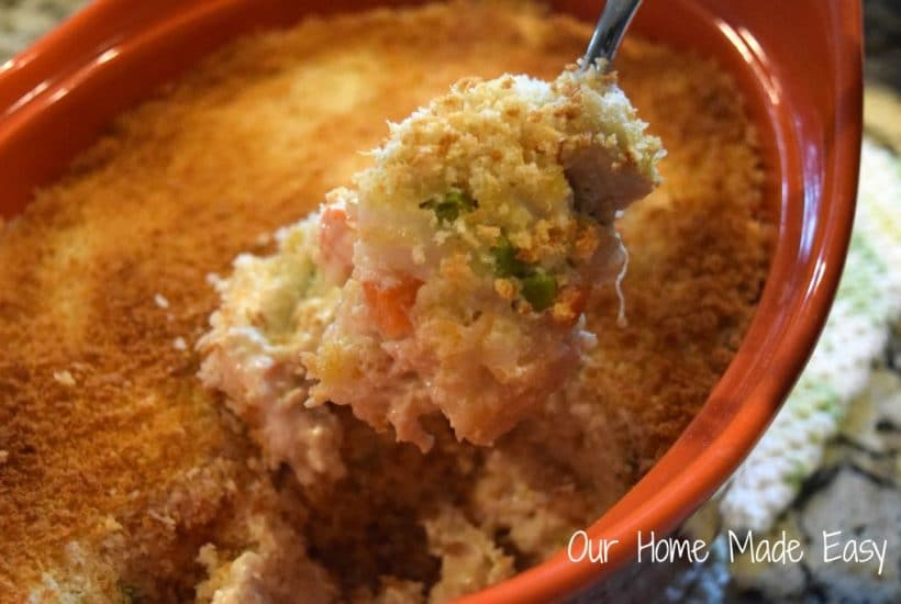 An easy casserole dish that uses chicken, quinoa, and veggies! Super yummy and family approved. Click to see the recipe!