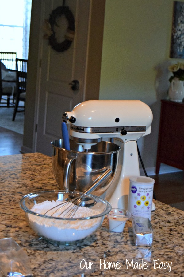 An easy & quick recipe for perfect buttercream frosting! Click for the recipe!