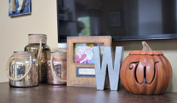 Check out our home's fall decorations! The include a mix of store bought decor and lots of DIY!
