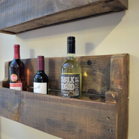 Pallet project for real people! This wine rack can be made super quickly and ready for hanging before dinner. Click to see the step by step tutorial and finally use up all of the pallets hanging out in your basement!