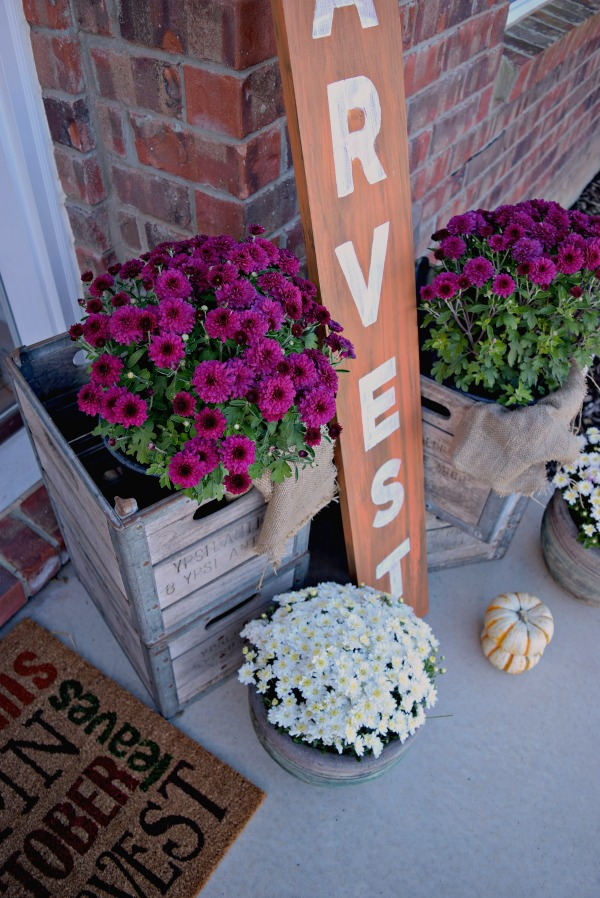 This easy wood harvest sign looks great on a fall themed front porch