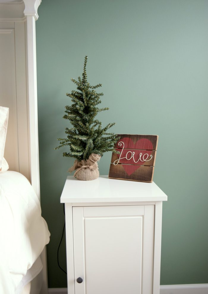 A simple green Christmas Bedroom decor from a busy mama. Click to see the room!