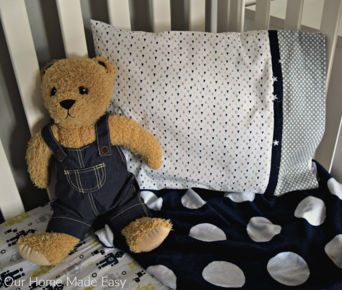 Easy tutorial for toddler pillowcase for beginners! Click to see the step by step instructions.
