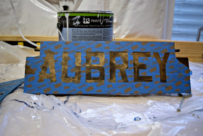 A super easy way to paint letters perfectly! This how to stencil uses free tools! Chlick to see how you can do it!
