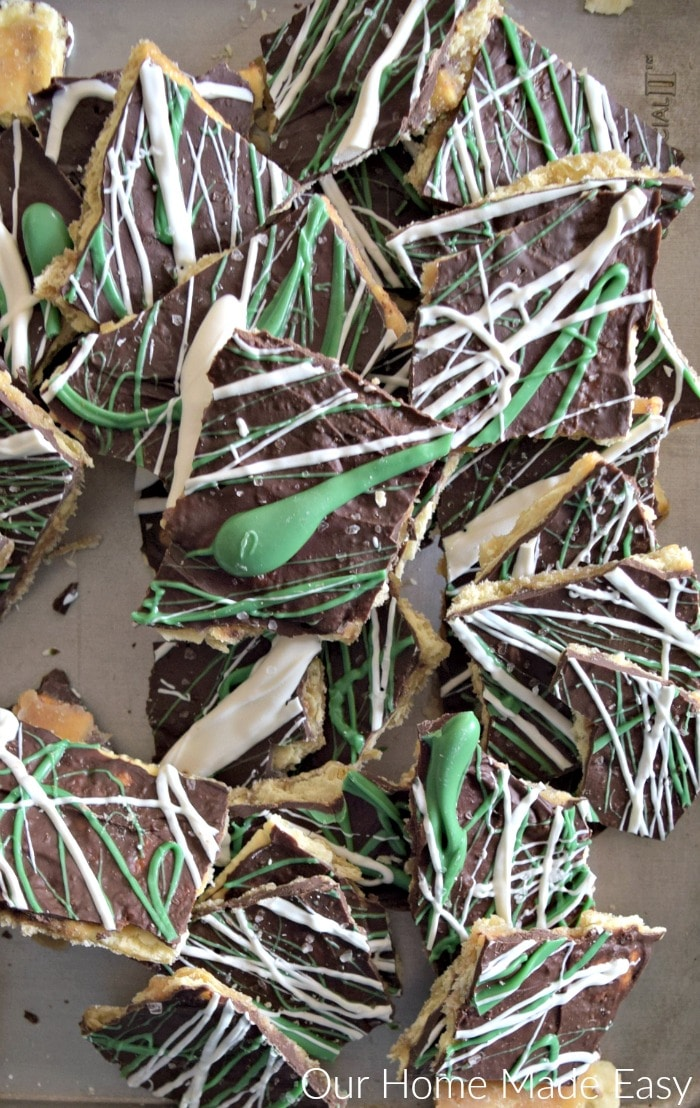 An easy treat perfect for St. Patrick's Day. Click to see the Leprechaun bark recipe!