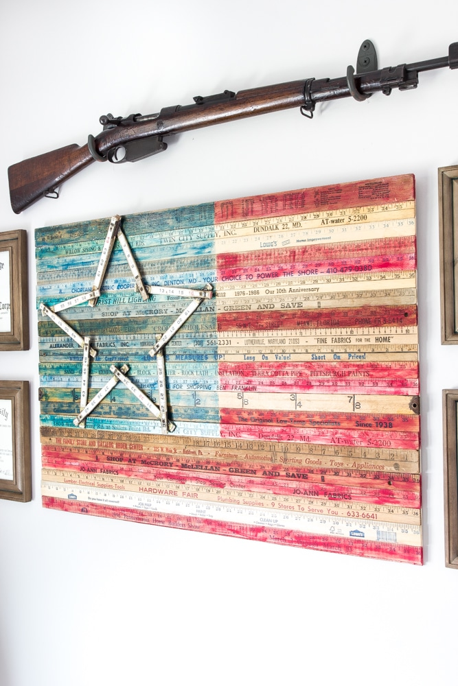 this fabulous wall flag is made with old rulers! Such a creative 4th of july diy