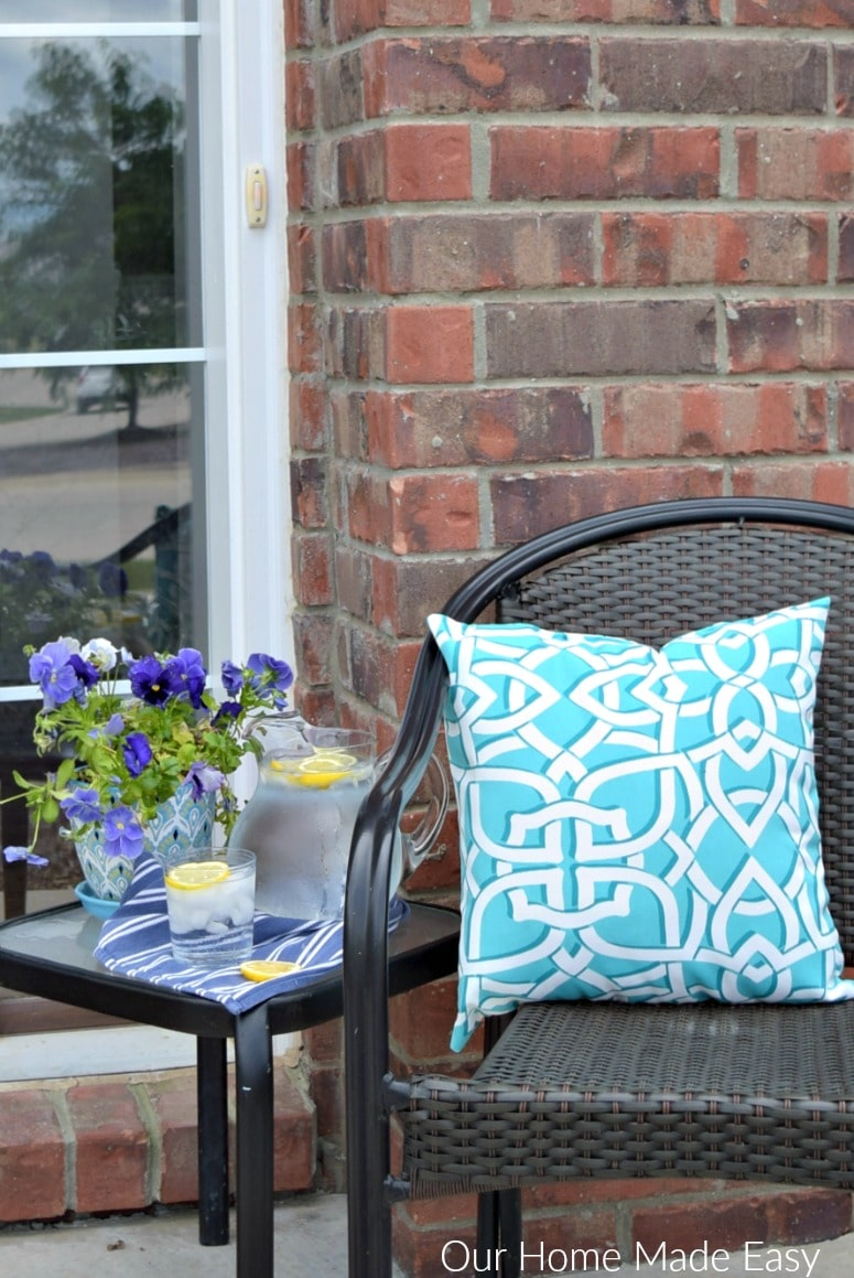 A cute little front porch decorated for summer! It's super easy to do it yourself in a few easy steps! See the front porch here!