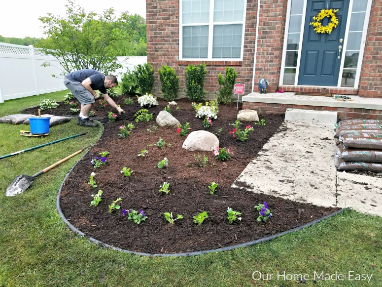 Take a look at how we easily updated our flowerbeds without spending much time on the weekend. See the summer outdoor space and flowerbeds here!