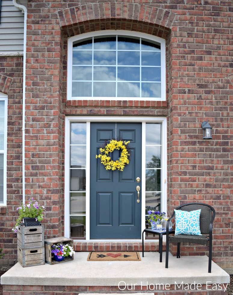 A simple summer front porch our home made easy a cute little front porch decorated for summer its super easy to do it yourself solutioingenieria Images