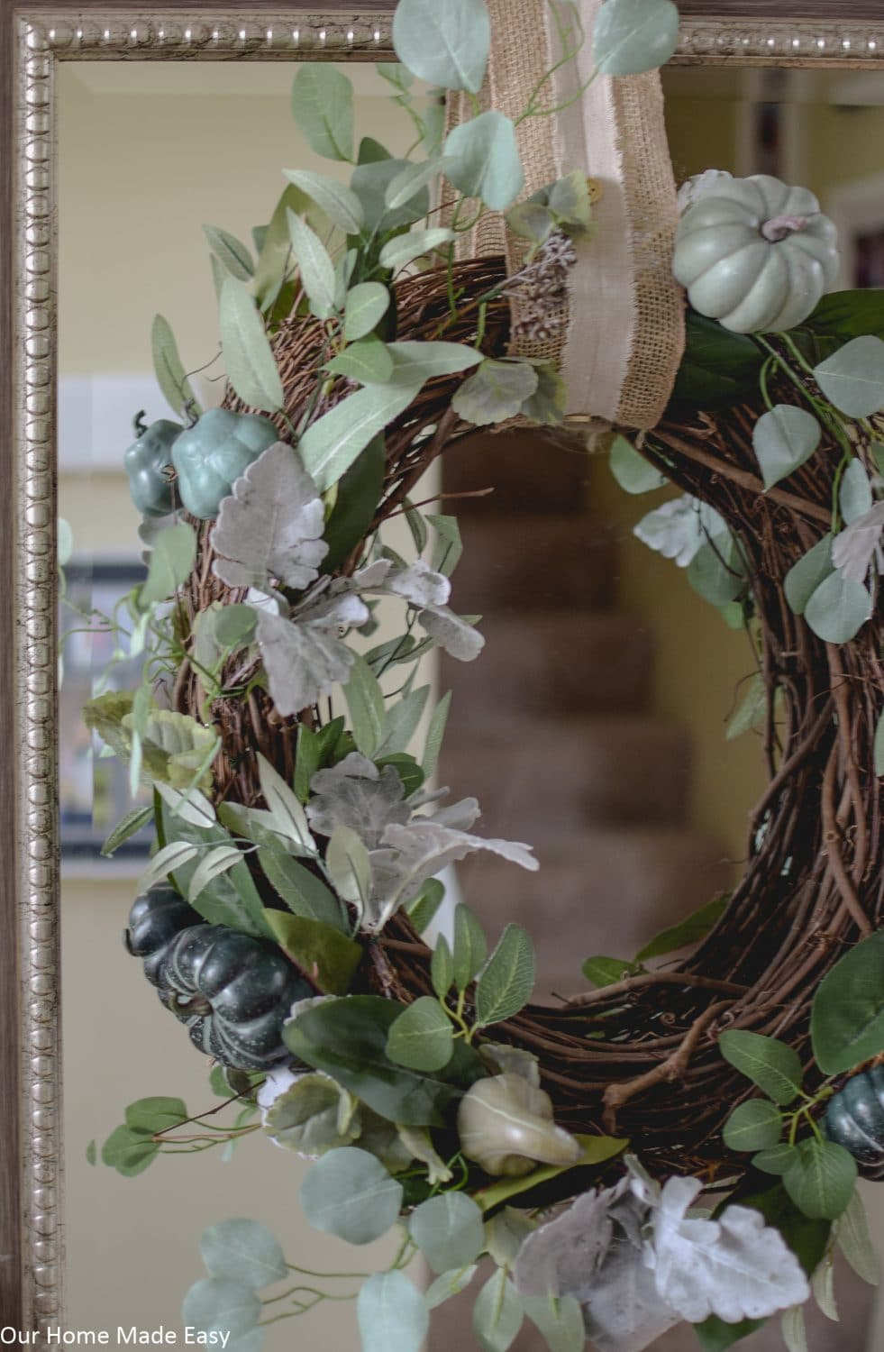 1-Hour Fall Craft Ideas: this easy fall wreath is perfect for neutral fall decor styles.