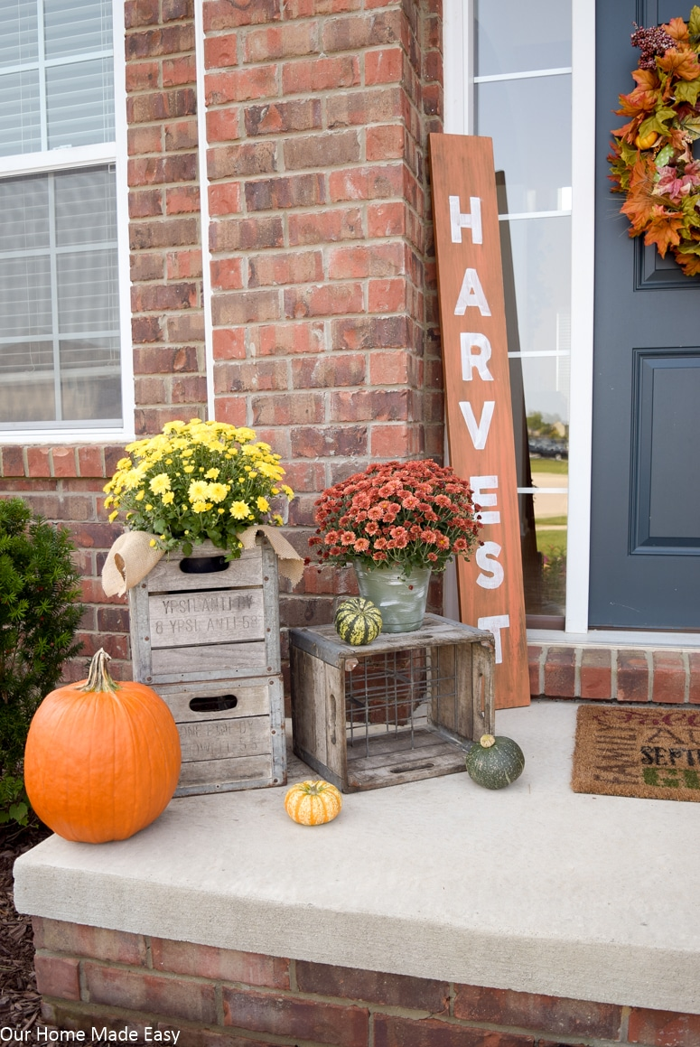An easy fall front porch update any one can create! Click to see the autumn inspired porch!