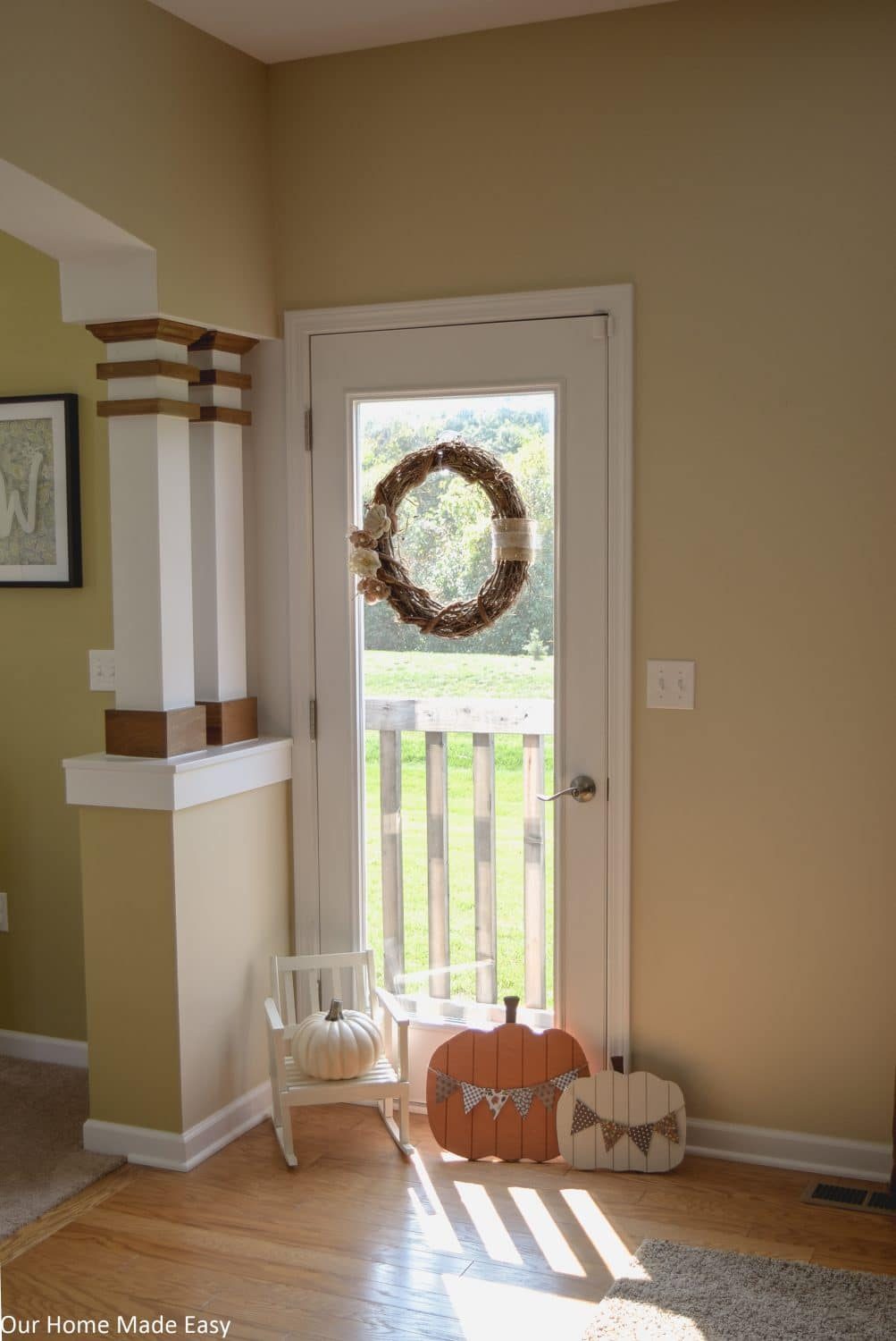 Fall Family Room | OurHomeMadeEasy.com | Click to see the simple and fun way to add fall decor to the house!