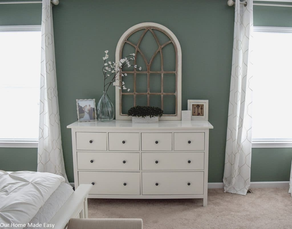Green Walls Cream Furniture