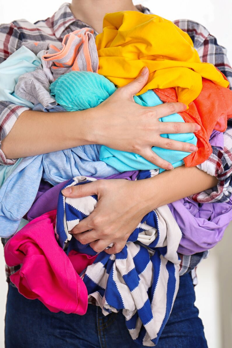 Landry day can be overwhelming for any mom, but these tips to make laundry easier will help with the chaos!
