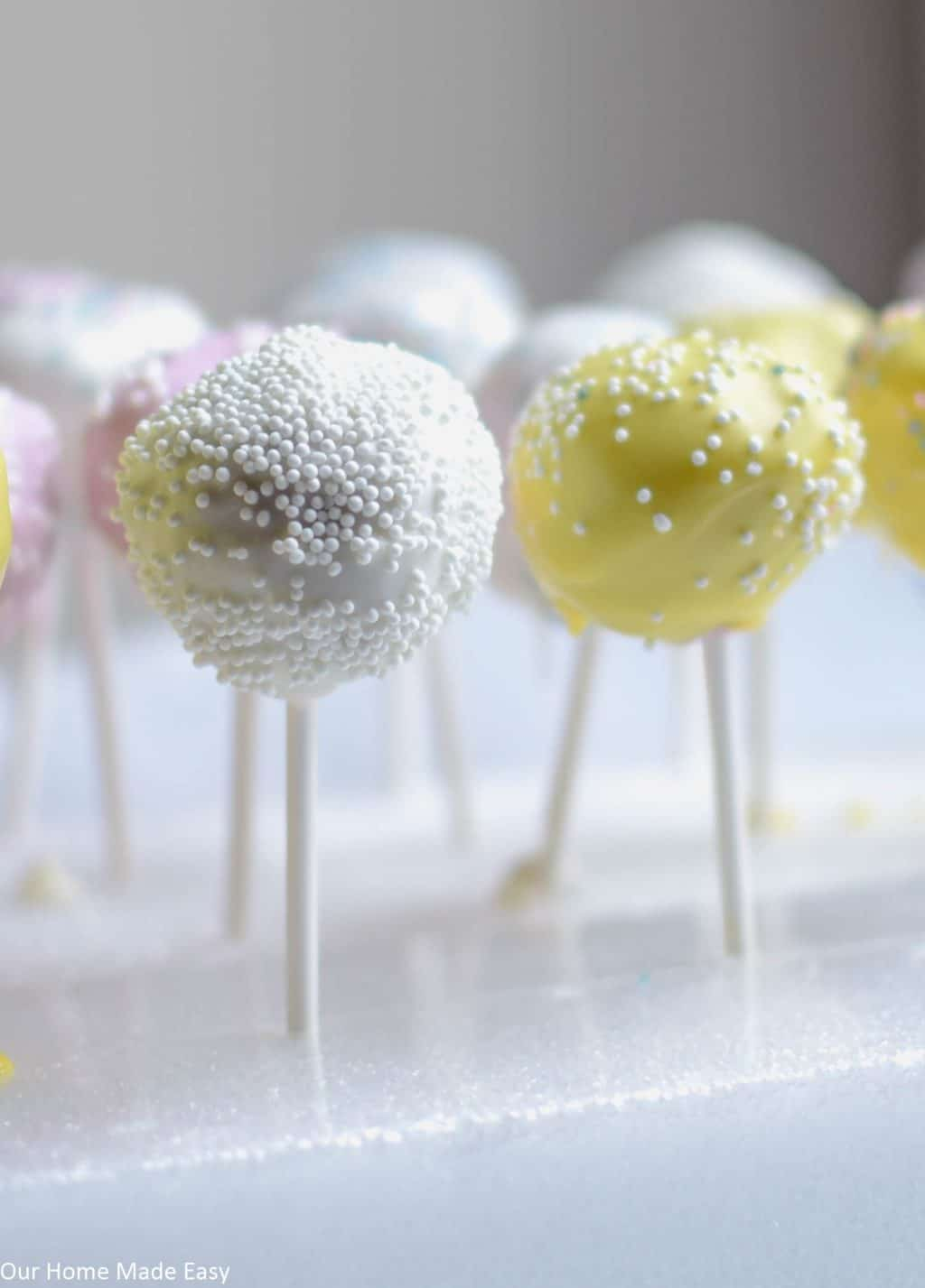 Make these easy Easter cake pops at home! Your kids will love these poppable treats.
