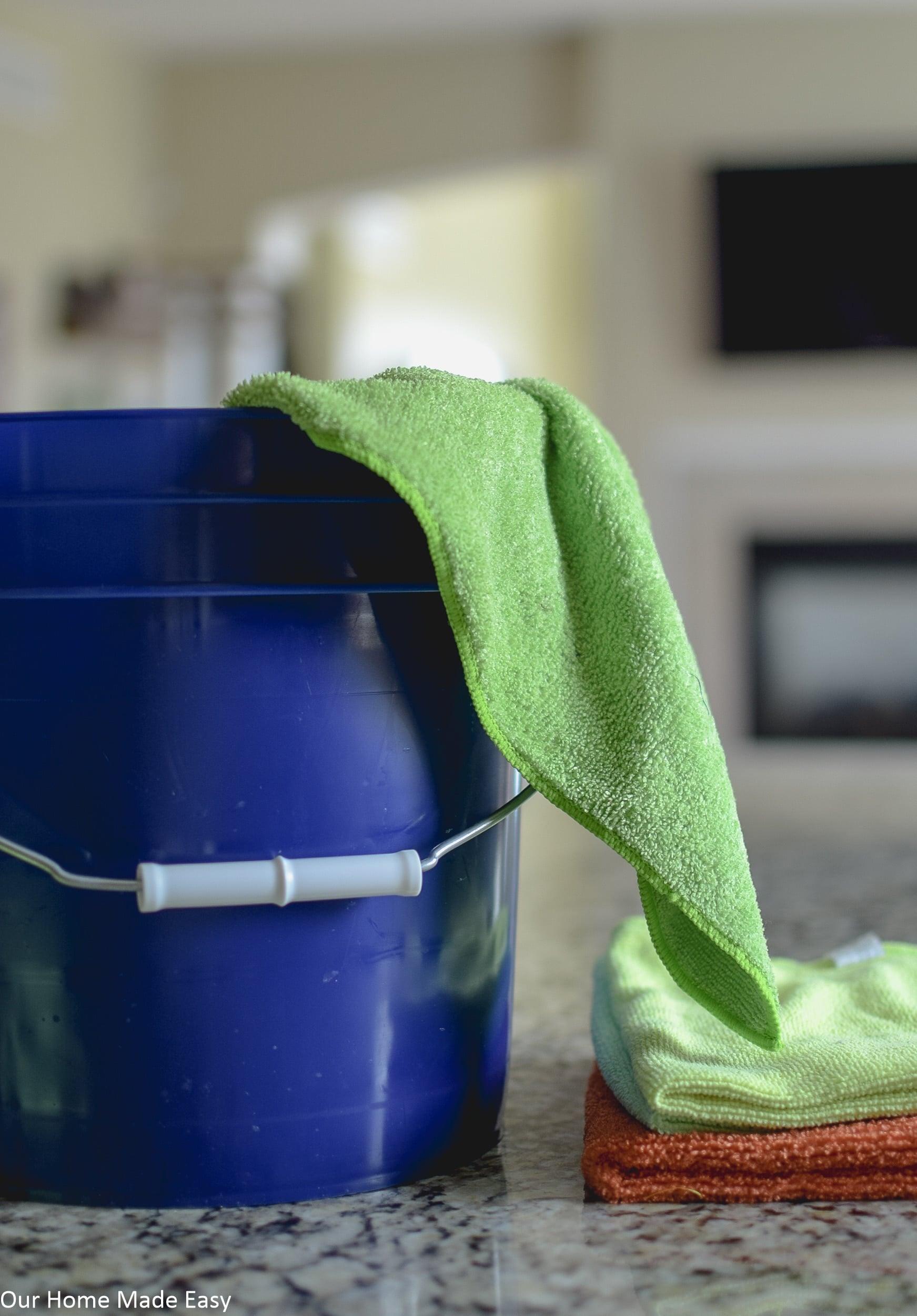 Bucket Microfiber Towels