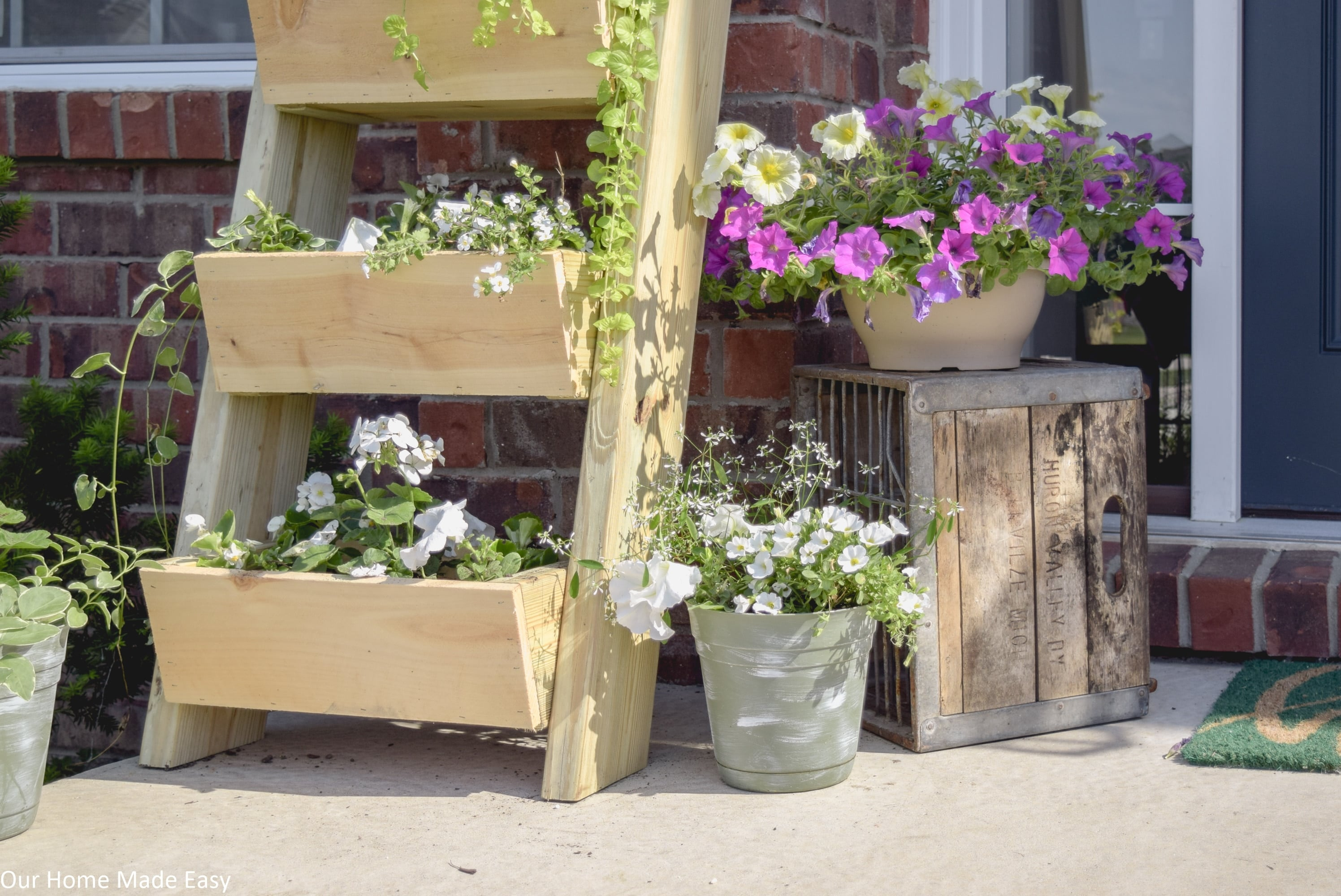 Sell your home fast by upping your curb appeal with front porch decor