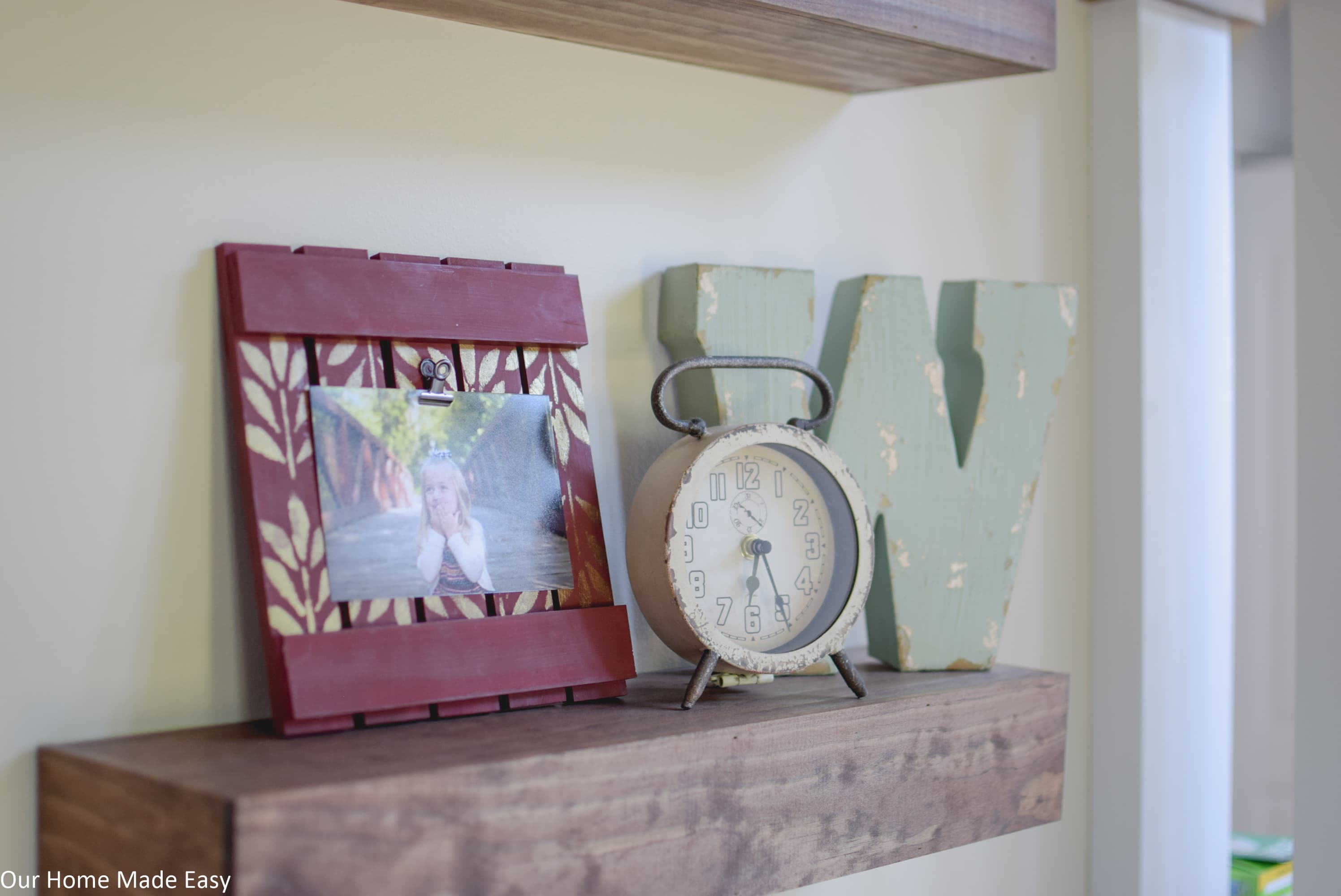 add this DIY wood picture frame to your home decor with this simple tutorial