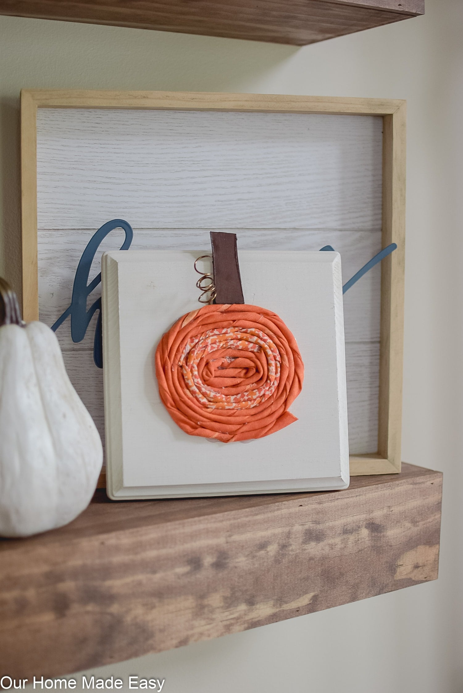 1-Hour Fall Craft Ideas: These fabric pumpkins are an easy DIY craft that adds a cute fall touch!