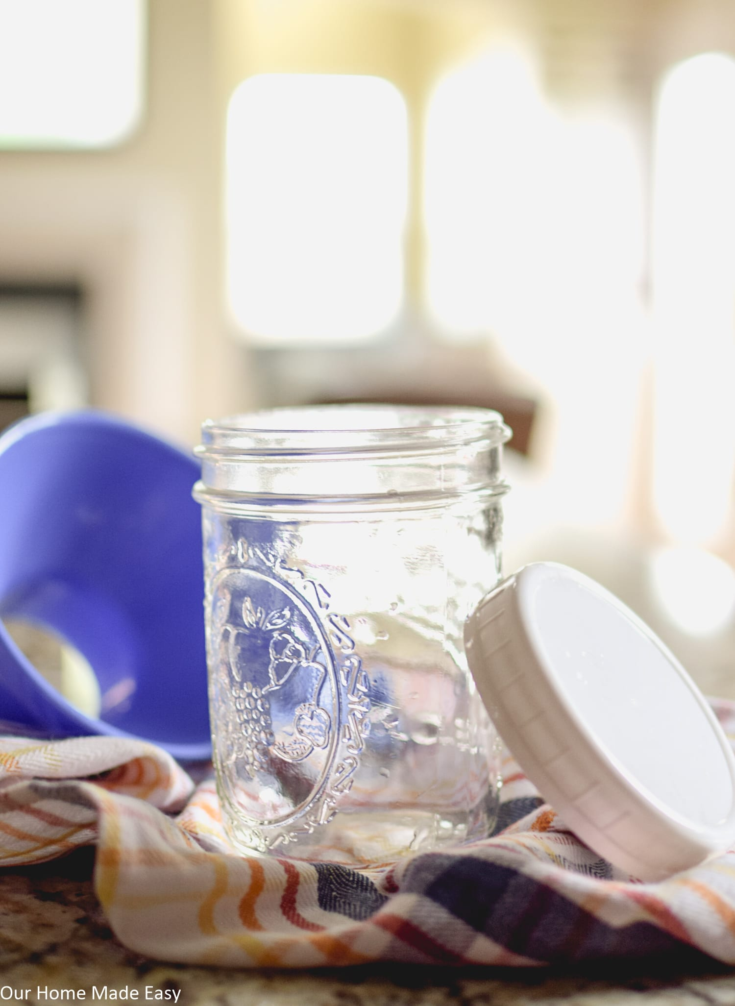 Use mason jars to keep the apple butter fresh