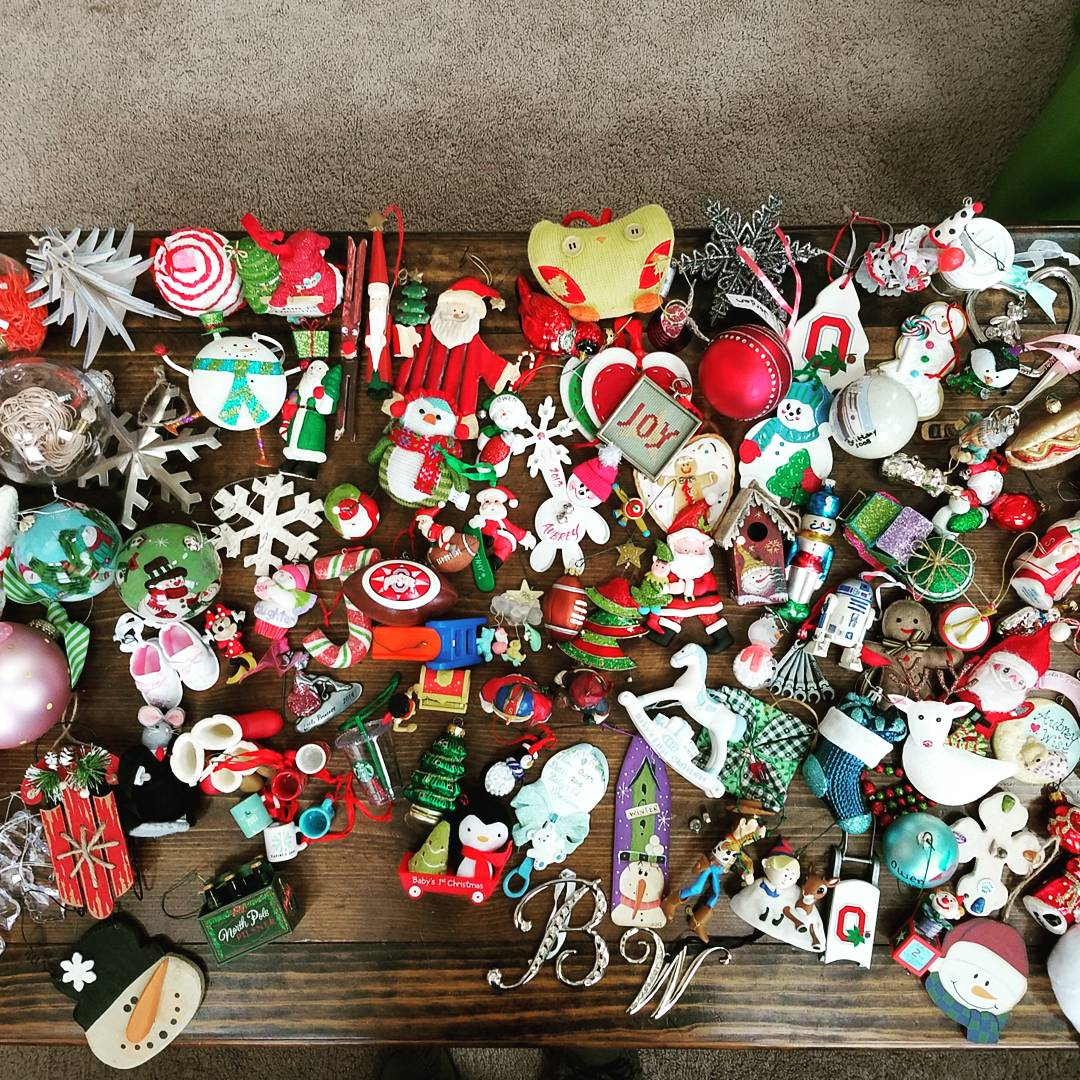 How to organize and prepare your Christmas decorations to make holiday decorating easier
