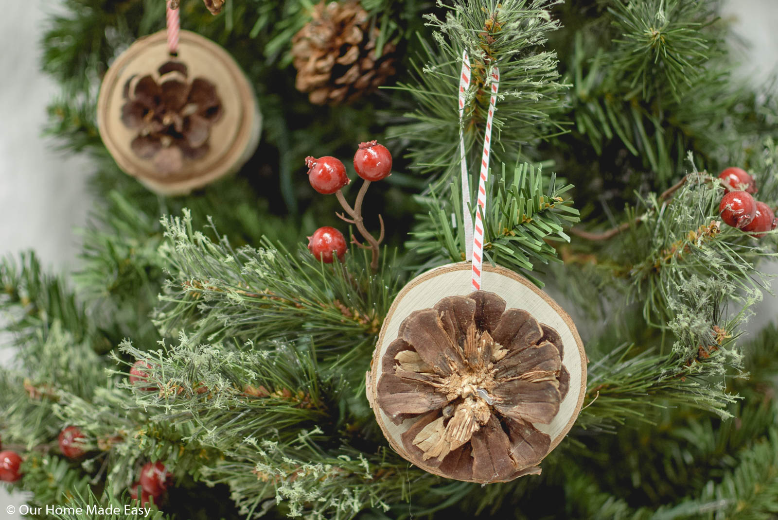 These adorable rustic wood slice ornaments are a perfect touch to a rustic Christmas tree design