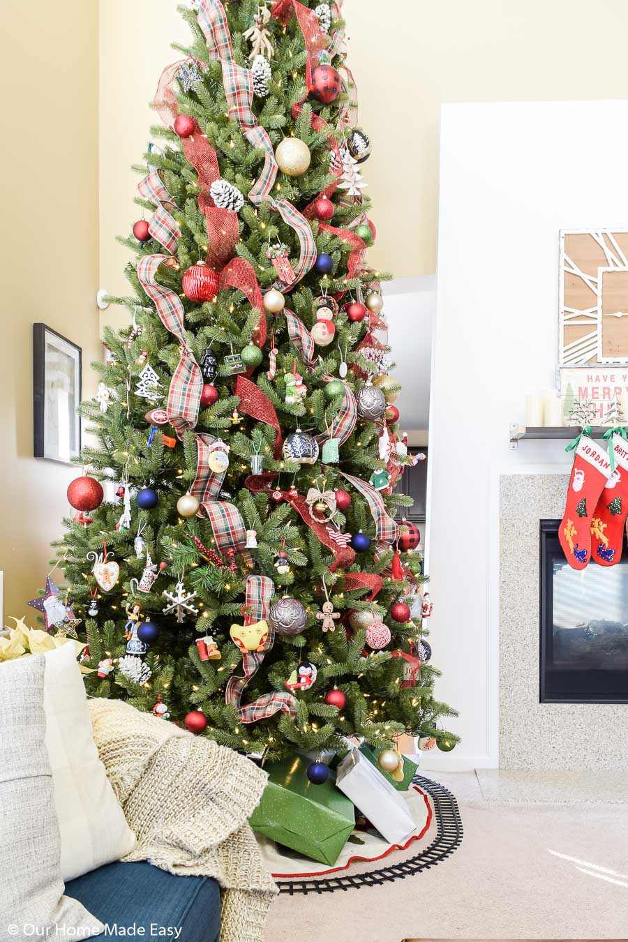 Here's an easy way keep your Christmas tree decorations under budget: decorate your tree using ribbon!
