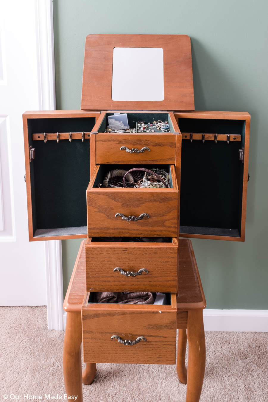Ready to organize your jewelry? Start by clearing out your jewelry holder