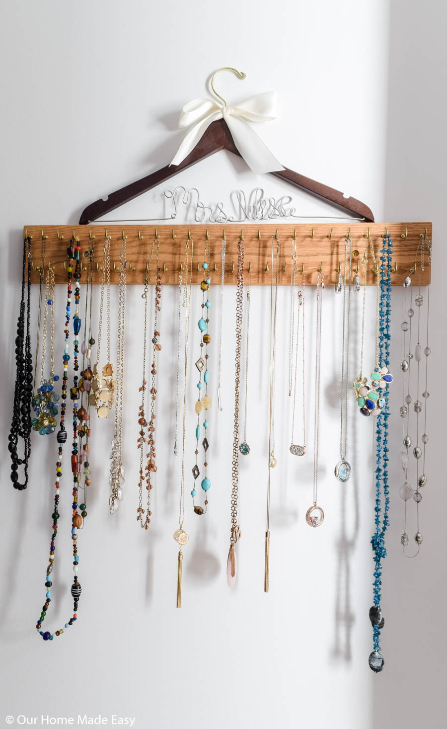 A special necklace organizer is a great way to organize jewelry and keep your favorite pieces