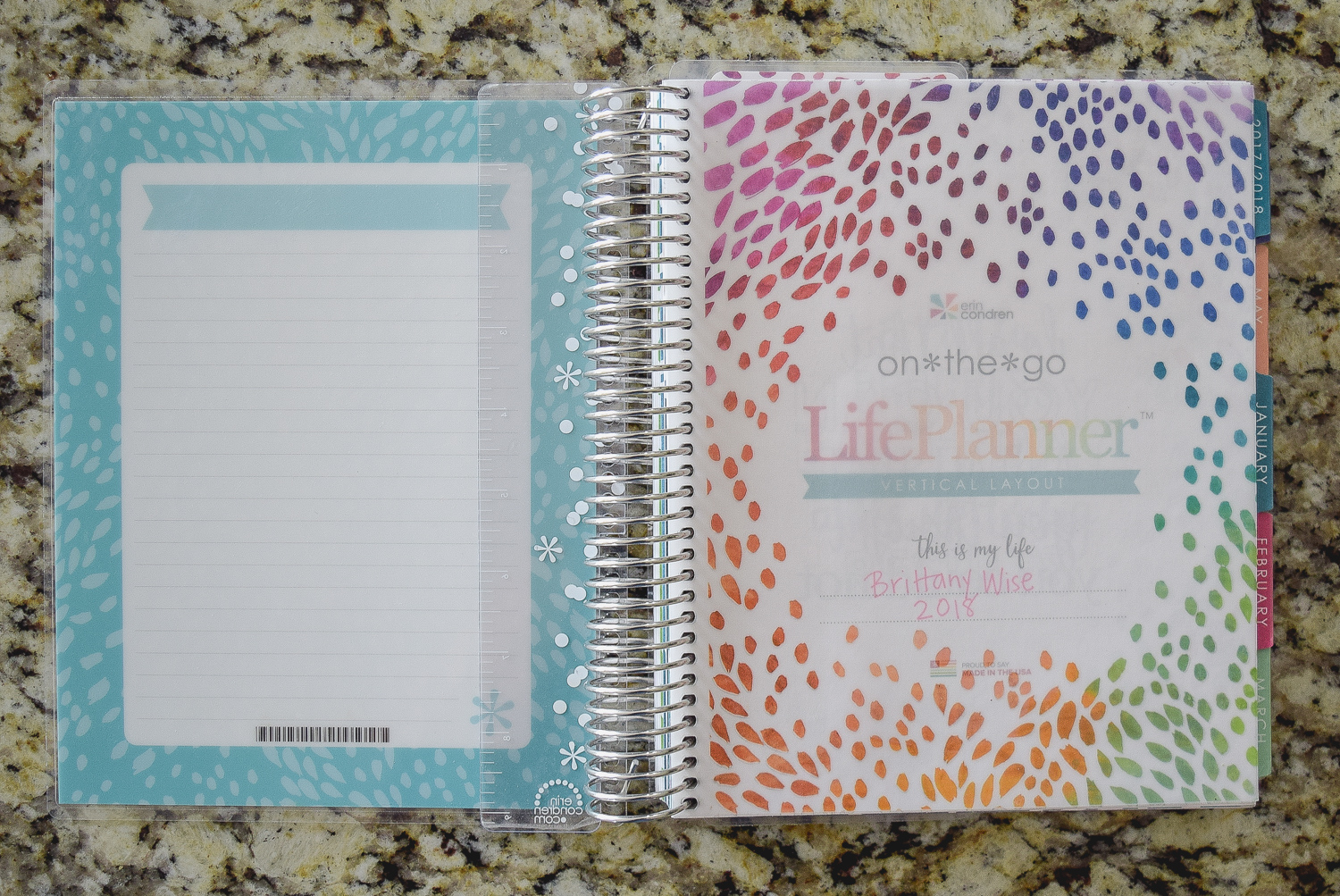 Paper planners are great for those people who love making lists, crossing off tasks, and using a planner effectively to stay organized!