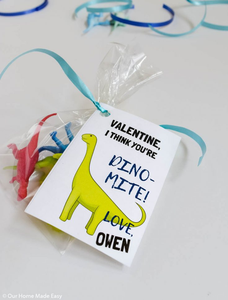 DIY Dinosaur Valentines Cards with this free printable! Download it and make your own fun valentines for school for kids!