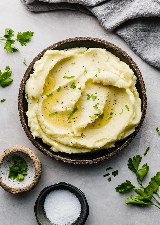 Homemade Creamy Mashed Potatoes (perfect for Thanksgiving!)